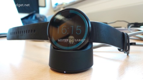 Moto 360 Charger Images
